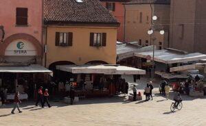 mercato lunedi castel san pietro bancarelle sospensione coronavirus covid-19